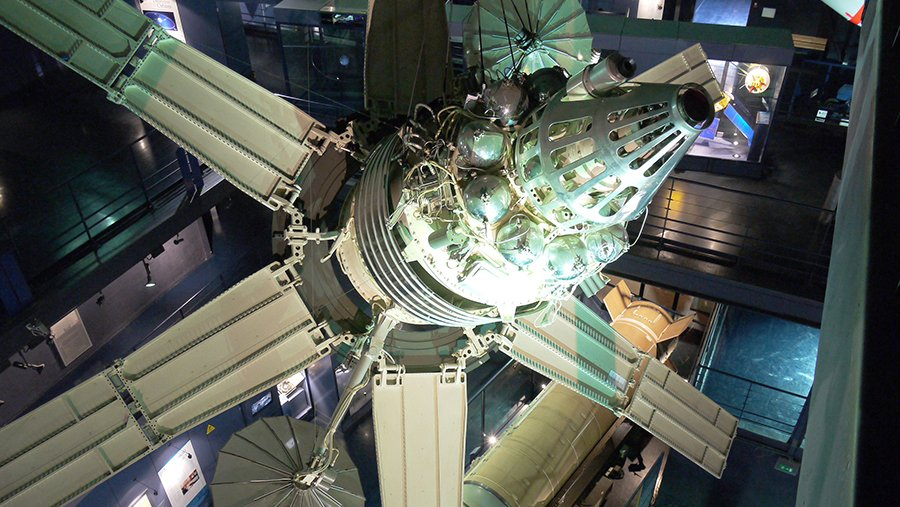 Русский боевой спутник сошёл с орбиты и сгорел