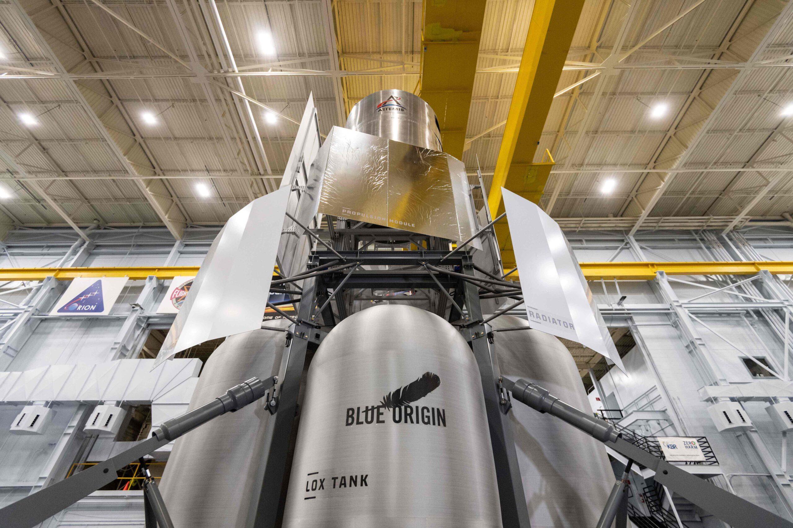 Космические силы США расторгли контракты с Blue Origin и Northrop Grumman на поставки ракет носителей